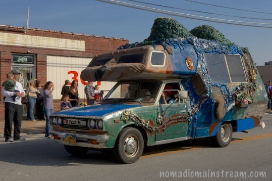 An example of the more three dimensional variety of car art