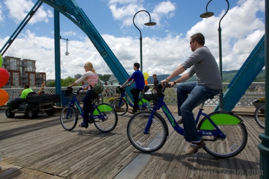 The parade opened with the rental bikes available all over the city at convenient locations