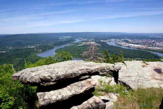 I was a little too busy framing the foreground rocks to get Moccasin Bend framed properly