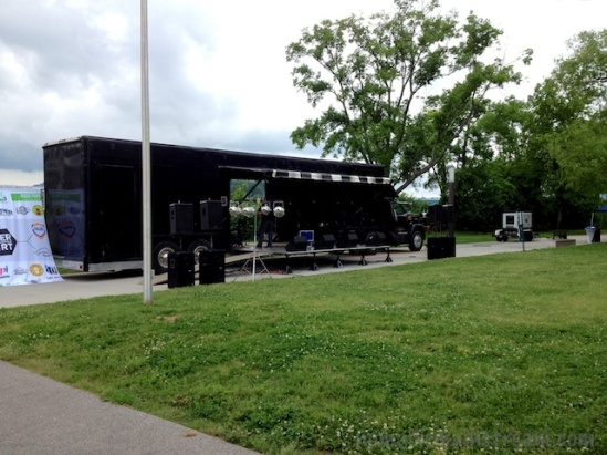 A drive-in stage appears on the sidewalk